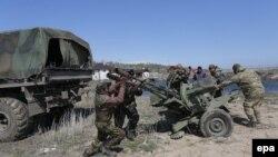 Украінскія вайскоўцы недалёка ад Марыюпаля, 15 красавіка 2015 году
