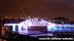 Moskvada Grebnoy kanalında Qırım köprü lazer resimi