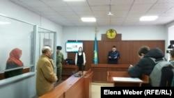 Оглашение приговора в суде первой инстанции Жансае Танатаровой, обвиняемой в попытке выехать в Сирию и присоединиться к «Исламскому государству». Караганда, 6 февраля 2018 года.