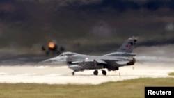 Թուրքիա - F-16 ռազմական օդանավը թռիչք է կատարում Ինջիրլիքի օդակայանից, արխիվ