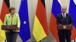 Merkel Putin bilen duşuşýar