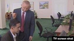 2011 йил ноябрида Қашқадарёга сафар қилган чоғида Президент Каримов Интернет аҳамиятини ёшларга уқтирган эди.