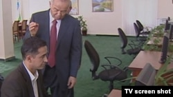 "Президент Ислом Каримов ""Интерентни тўсиш аҳмоқлик"" эканини уқтиришига қарамасдан, Ўзбекистонда бундай аҳмоқликка қўл ураётганлар топилади, дейди мутахассислар."