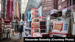 Sales have been plummeting recently at the Dordoy Bazaar in Bishkek. (file photo)