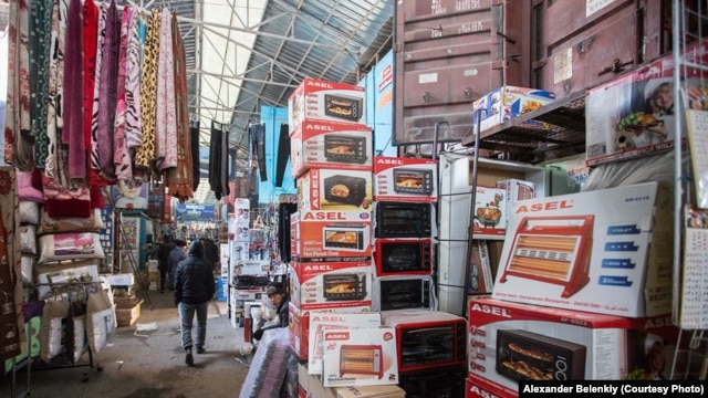 Sales have been plummeting recently at the Dordoy Bazaar in Bishkek. (file photo)
