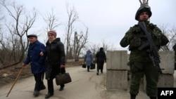 Зона стыка подконтрольных повстанцам и украинским властям территорий в Луганской области, Украина. Иллюстративное фото.