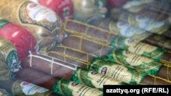 Халал өнімдер көрмесіне қойылған шұжық. Астана, 7 қазан 2010 жыл. (Көрнекі сурет)