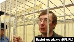 Юрий Луценко на скамье подсудимых. Киев, 23 мая 2011 г