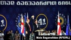 Վրաստան - Բիձինա Իվանիշվիլին և Գիորգի Մարգվելաշվիլին նախագահական ընտրարշավի ժամանակ, Թբիլիսի, սեպտեմբեր, 2013թ․