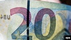 Жаңа 20 еуролық банкноттың бір бөлігі.