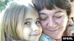 Міленка Чемерис разом зі своєю «усиновленою» бабусею