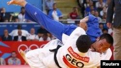 Лаша Шавдатуашвили победил в полуфинале японского соперника эффектным броском, заработав иппон