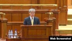 Dacian Cioloș, rostind discursul său în Parlament