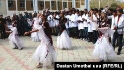 Студенты из Индии в Оше.