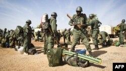Војници на Мали во близина на Тимбукту.