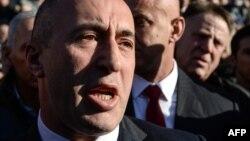 Kosowonyň öňki premýer-ministri we 1998-1999-njy ýyllarda Kosowoda bolan urşuň dowamynda partizanlara ýolbaşçylyk eden Ramuş Haradinaj, Kolmar şäheriniň sudy, 2-nji mart, 2017