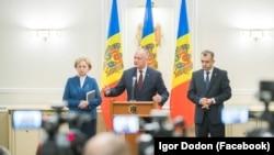 Președintele Igor Dodon, președinta parlamentului Zinaida Grecianâi și premierul Ion Chicu în fața presei. 15 ianuarie 2020