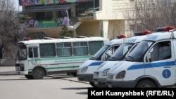 Алматыдағы полиция көліктері. Көрнекі сурет.