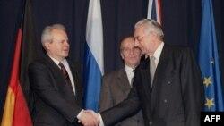 Potpisnici sporazuma: Slobodan Milošević, Alija Izetbegović i Franjo Tuđman