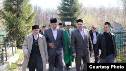 Дин әһелләре, татар җәмәгатьчелеге, шәкертләр Иске татар зиратында