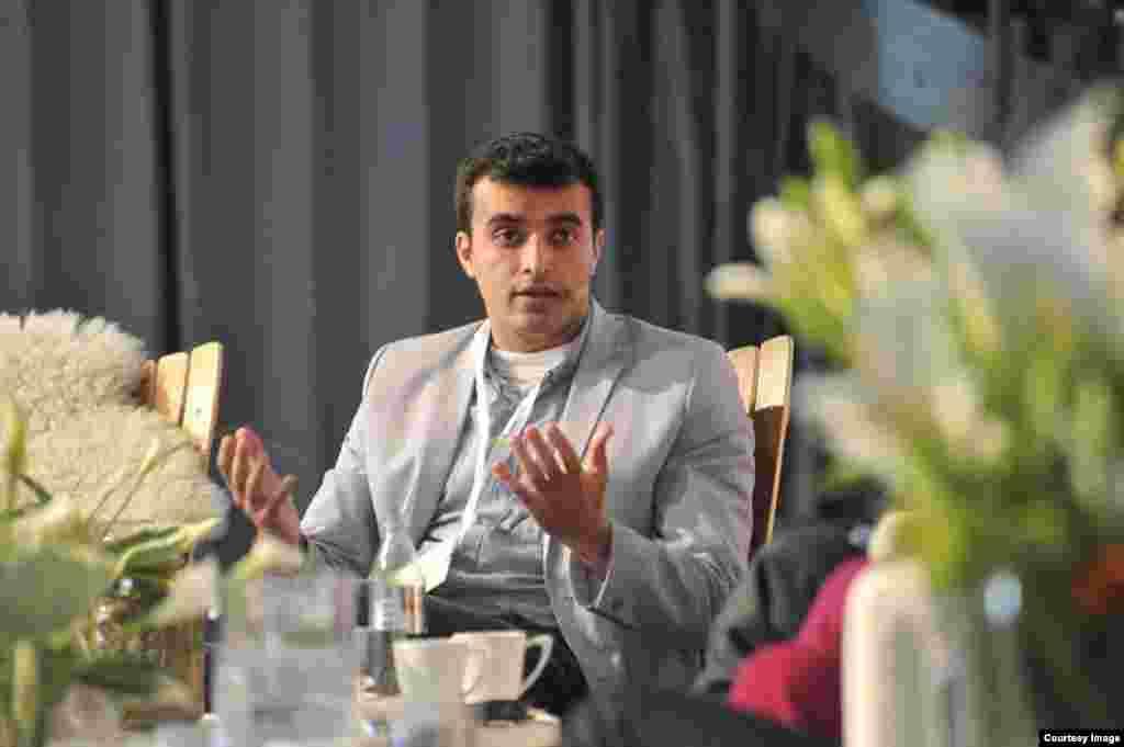 В Азербайджане 2 августа арестован на три месяца правозащитник Расул Джафаров по обвинению в уклонении от уплаты налогов, незаконном предпринимательстве и превышении полномочий. Ранее были заморожены банковские счета Джафарова и ему было запрещено покидать пределы страны. На этой неделе по обвинению в государственной измене, уклонении от уплаты налогов и незаконном предпринимательстве были арестованы известная правозащитница Лейла Юнус и её муж Ариф Юнус.