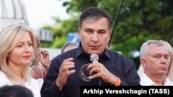 Михаил Саакашвили на встрече со своими сторонниками в Одессе, июнь 2019 г.