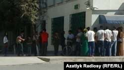 Очередь перед банкоматом, Ашхабад
