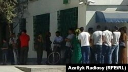 People waiting to take out money from ATM machines in Ashgabat in August 2019.