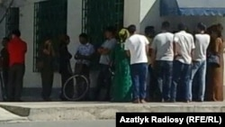 People wait in long lines to withdraw cash from an ATM machine in Ashgabat earlier this month.