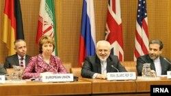 عباس عراقچی (سمت راست) همراه محمد جواد ظریف و کاترین اشتون، طی مذاکرات وین