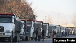 رسانههای داخل ایران شمار تجمعکنندگان را ۲۰۰ نفر عنوان کردهاند