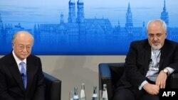 محمد جواد ظریف و یوکیا آمانو مدیرکل آژانس در کنفرانس امنیتی مونیخ