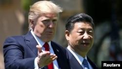 АҚШ президенті Дональд Трамп пен Қытай төрағасы Си Цзиньпин. Флорида, 7 сәуір 2017 жыл.