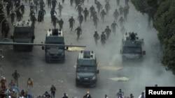 حمله نیروهای ضد شورش پلیس مصر در میدان التحریر قاهره به معترضان در روز جمعه