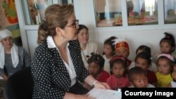 Kyrgyzstan-- Vice Prime Minister Damira Niyazalieva reads fairy tales to students in the Batken region. June 1, 2015.