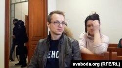 Зьміцер і Наста Дашкевічы ў судзе.