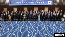 په جاپان کې د ټوکیو د کانفرانس ګډون وال دعکس اخیستو پرمهال