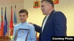 Награждение Рузибоя Туйчиева