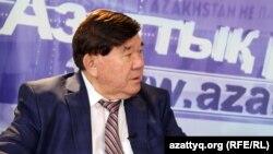 Политик и поэт Мухтар Шаханов в студии Азаттыка. Алматы, 22 сентября 2015 года.