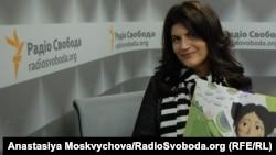 Лариса Денисенко з книжкою «Майя та її мами»