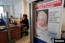 Плакат про розшук батьків Марії у притулку, де вона перебуває