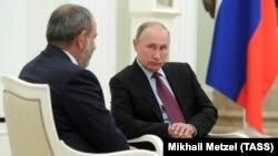 Премьер-министр Армении Никол Пашинян (л) и президент России Владимир Путин, Москва, 9 сентября 2018 года