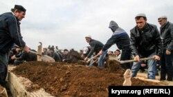 Похорон Едема Асанова на кладовищі в Саках