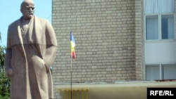 Statuia lui Lenin la Rîșcani