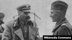Jozef Pilsudski (në foto majtas)