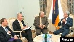 Նախագահ Սերժ Սարգսյանը ընդունում է ՄԻնսկի խմբի համանախագահներին: 29-ը մարտի, 2010թ.
