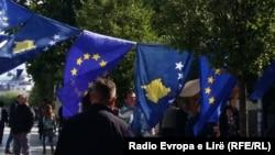 Приштина - национални симболи и европски знамиња