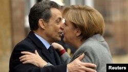 Претседателот на Франција Николас Саркози и германската канцеларка Ангела Меркел во Стразбур.