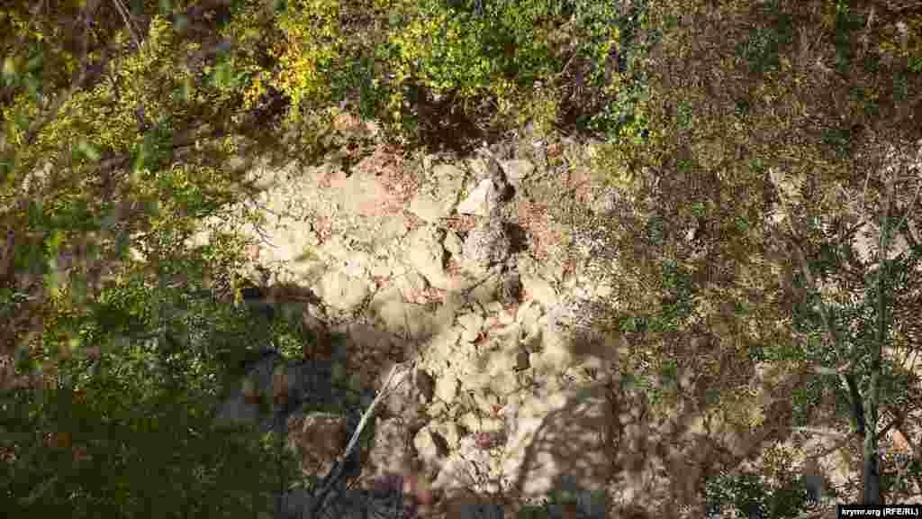 Протекающая по каньону река Узунджа полностью пересохла