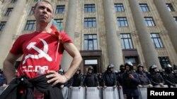 Проросійський активіст біля будівлі Харківської ОДА, 1 травня 2014 року